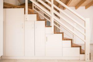 Treppenunterschrank